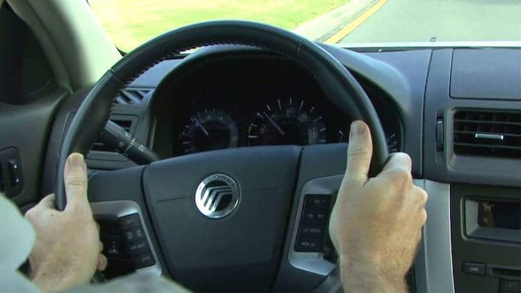 corect-way-to-hold-a-steering-wheel