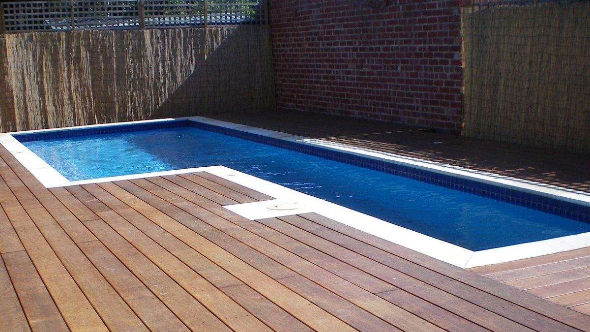29 Above Ground Pools with Decks – Tips, Ideas & Design