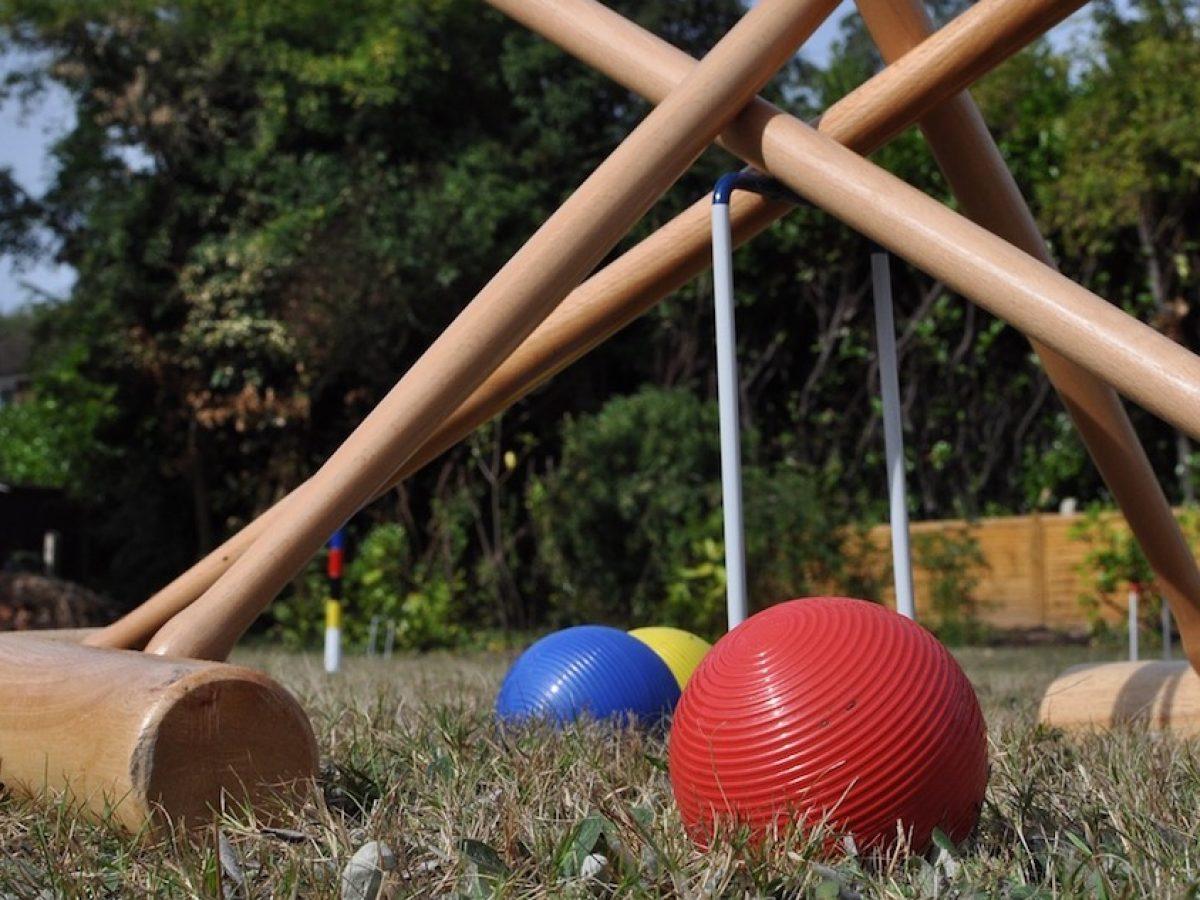 6 Player Garden Croquet Set In A Bag with Hardwood Mallets Cottage Set